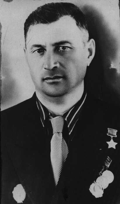 Салман Галиахметович Биктимиров родился 14 августа 1913 г
